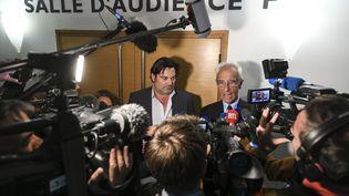 Jean-Yves Le Borgne et Randall Schwerdorffer, les avocats deFrédéric Péchier, le 16 mai 2019 au tribunal de Besançon (Doubs). (SEBASTIEN BOZON / AFP)