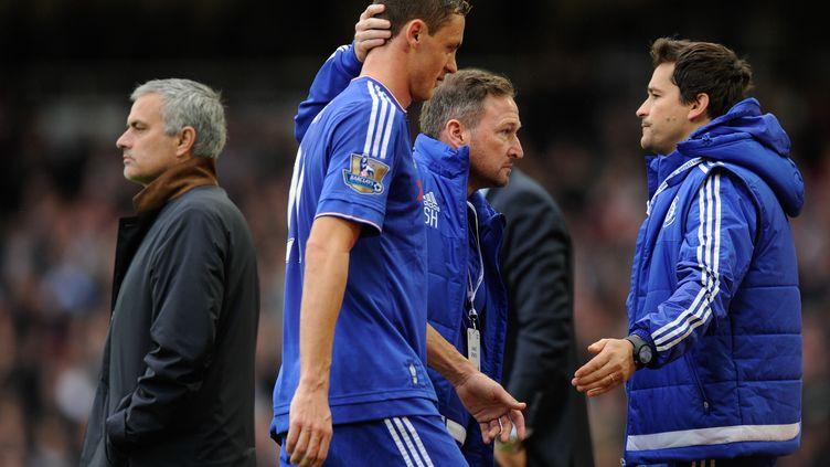 José Mourinho et Nemanja Matic, lors de West Ham - Chelsea. (JOE TOTH / BACKPAGE IMAGES LTD)
