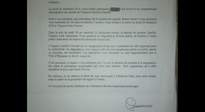 Courrier de notification de suppression d'aides municipales à Etampes (Essonne) en 2017. (FRANCEINFO)