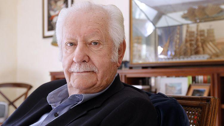L'animateur Pierre Bellemare à son domicile de Neuilly-sur-Seine (Hauts-de-Seine), le 9 novembre 2011. (PATRICK KOVARIK / AFP)