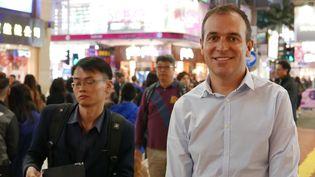 """Nicolas Massé à Hong Kong :""""Au siège de la compagnie, il y a beaucoup de Hongkongais, d'Anglais, ancienne colonie oblige, et de plus en plus de gens du monde entier: ma collègue dans le bureau est Sud-Africaine, une autre Italienne"""" (Photo Emmanuel Langlois)"""