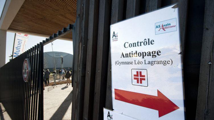 Panneau indiquant un contrôle antidopage. (SEBASTIEN JARRY / MAXPPP)