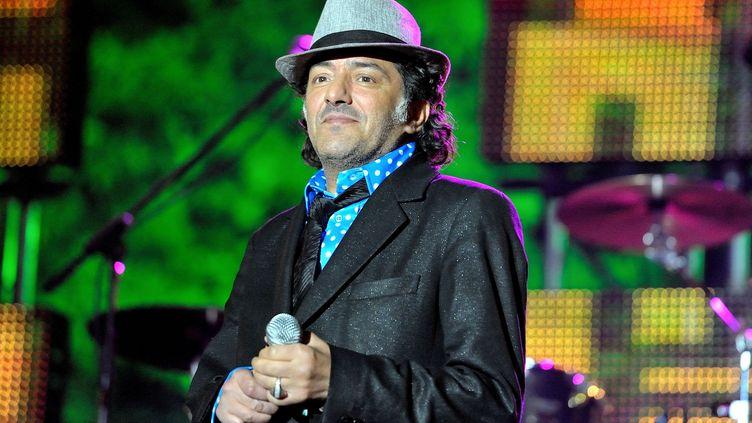 Le chanteur Rachid Taha le 27 août 2011 lors de la seconde édition du Grand Ramdam, une manifestation musicale organisee à l'occasion de la fin du Ramadan au parc de la Villette à Paris. (SADAKA EDMOND/SIPA)