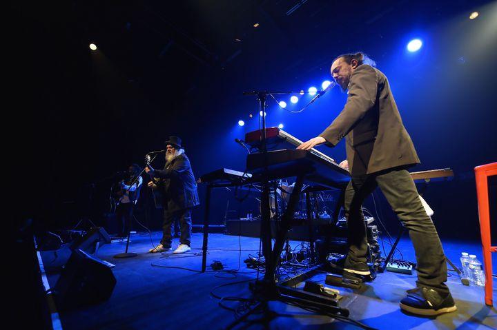 Ange sur scène à Nancy le 22 février 2018. Hassan Hajdi (guitare et choeurs), Christian Décamps (chant et guitare), et Tristan Décamps(claviers et choeurs) (ALEXANDRE MARCHI)