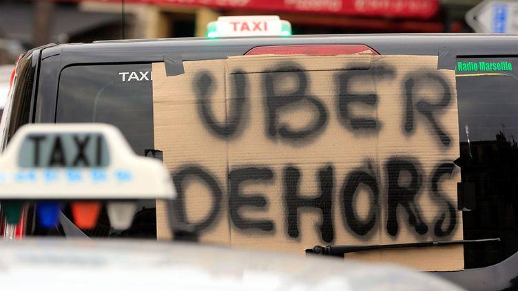 """(Uber France assure rappeler """"en permanence"""" les règles à ses partenaires chauffeurs © MaxPPP)"""