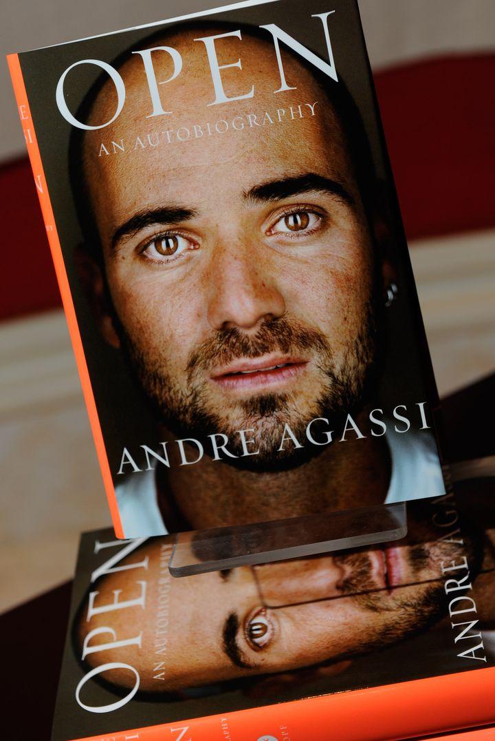 """La couverture du livre du tennisman Andre Agassi, """"Open"""". (ETHAN MILLER / GETTY IMAGES / AFP)"""
