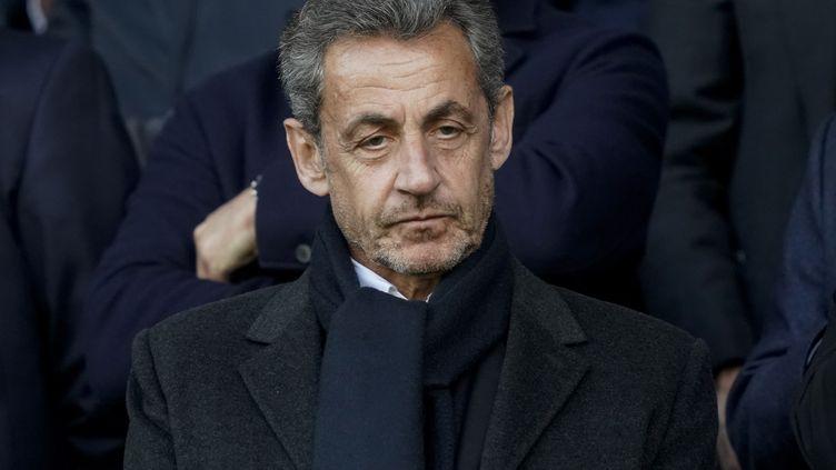 Nicolas Sarkozy assiste à un match de football à Paris, le4 mai2019. (LIONEL BONAVENTURE / AFP)