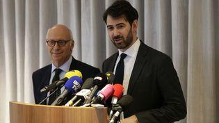 Pierre Cornut-Gentille, avocat de Penelope Fillon, et Antonin Lévy, conseil de François Fillon, le 9 février 2017 lors d'une conférence de presse organisée à Paris. (GEOFFROY VAN DER HASSELT / AFP)