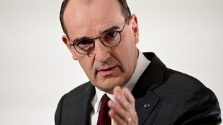 Jean Castex lors de la conférence de presse du 18 mars annonçant un troisième confinement dans 16 départements. (MARTIN BUREAU / POOL / AFP)