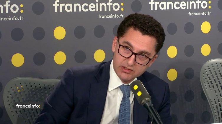 Le directeur général du groupe Canal+, Maxime Saada, dans le studio de franceinfo, le vendredi 9 mars 2018. (FRANCEINFO / RADIOFRANCE)