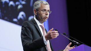 Le patron d'Alcatel, Michel Combes, lors d'une assemblée générale du groupe, le 26 mai 2015. (THOMAS SAMSON / AFP)