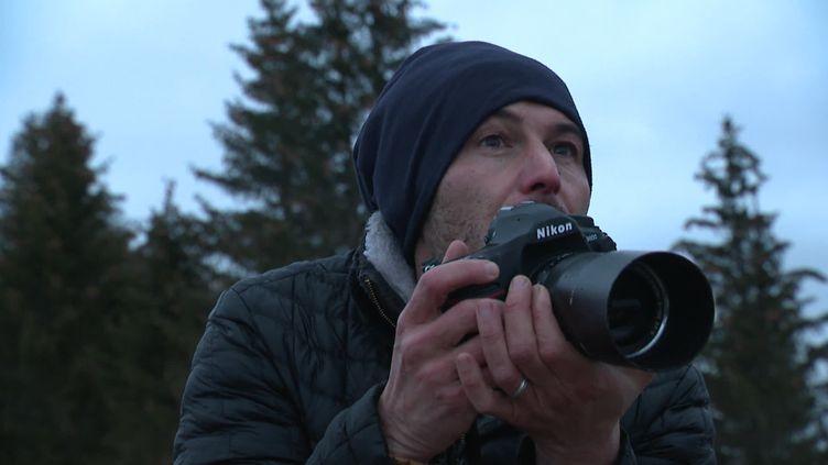 Nicolas Gascard publie un nouveau livre de photographies sur le massif du Jura. (S.Schories / France Télévisions)