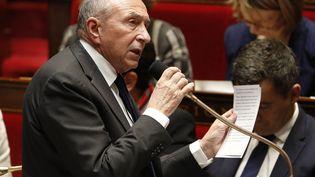 Gérard Collomb, le ministre de l'Intérieur, lors d'une séance de questions au gouvernement à l'Assemblée nationale. (FRANCOIS GUILLOT / AFP)