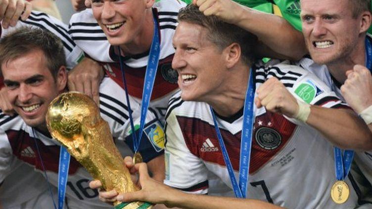 Les joueurs allemands fêtent leur titre de champion du monde, le 13 juillet 2014 à Rio de Janeiro (Brésil). (ALEXANDER VILF / RIA NOVOSTI / AFP)