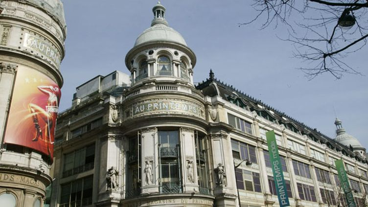 (© MaxPPP Les grands magasins du boulevard Haussmann à Paris bientôt ouverts le dimanche ?)