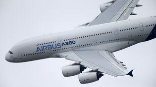 Un Airbus A380 dans le ciel du Bourget (Seine-Saint-Denis), le 20 juin 2015. (CITIZENSIDE/MICHEL STOUPAK / AFP)