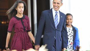 Malia Obama ( à gauche) avec son père à la sortie d'une église à Washington le 31 Mars 2013 (Photo Reuters/Yuri Gripas)