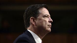 L'ancien directeur du FBI James Comey témoigne devant une commission du Sénat, à Washington (Etats-Unis), le 8 juin 2017. (BRENDAN SMIALOWSKI / AFP)