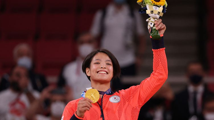 Uta Abe s'est imposée en finale des -52kg en judo face à la Française AmandineBuchard, le 25 juillet à Tokyo (JACK GUEZ / AFP)