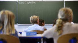 Des élèves dans une salle de classe, le 2 septembre 2014, à Marseille (Bouches-du-Rhône). (ANNE-CHRISTINE POUJOULAT / AFP)