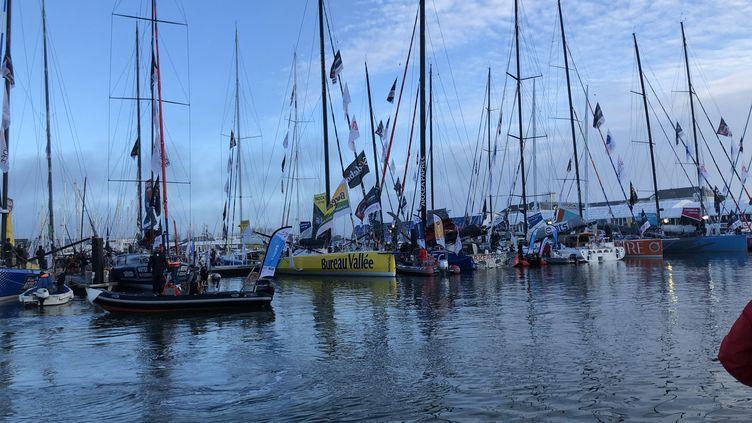 Ledépart à huis-clos du Vendée Globe depuis le port des Sables-d'Olonne, le 8 novembre 2020. (EMMA SARANGO / RADIO FRANCE)