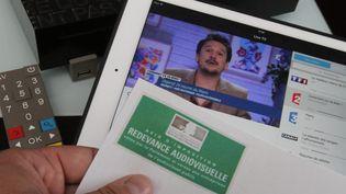 La redevance télé augmentera d'un euro en 2016, a annoncé la ministre Fleur Pellerin, le 13 septembre 2015. (MAXPPP)