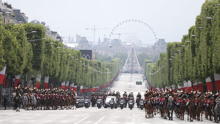 Défilé du 8 mai 1945 à Paris. (OLIVIER LEJEUNE / MAXPPP)
