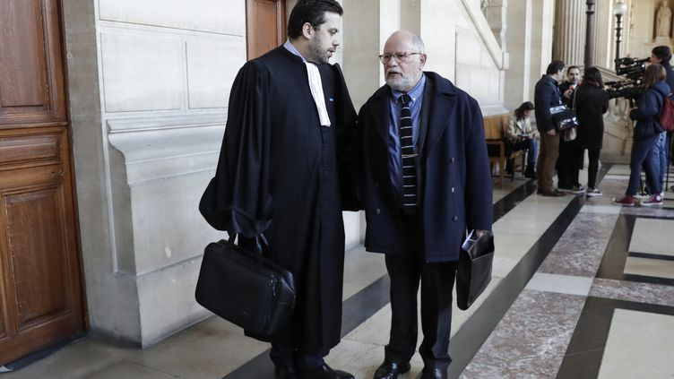 Samuel Sandler et son avocat, Patrick Klugman, le 25 mars 2019. (THOMAS SAMSON / AFP)
