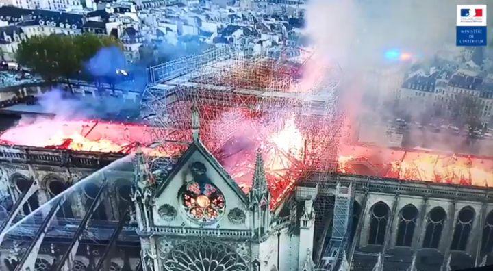 Vue de l'incendie de Notre-Dame de Paris depuis un drone, le 15 avril 2019. (MINISTERE DE L'INTERIEUR)