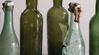 """Exposition """"A l'Est rien de nouveau"""" : Geispolsheim (Bas-Rhin): bouteilles de bières et d'eaux minérales provenant de la position fortifiée allemande  (Isabelle Dechanez-Clerc, Pair)"""