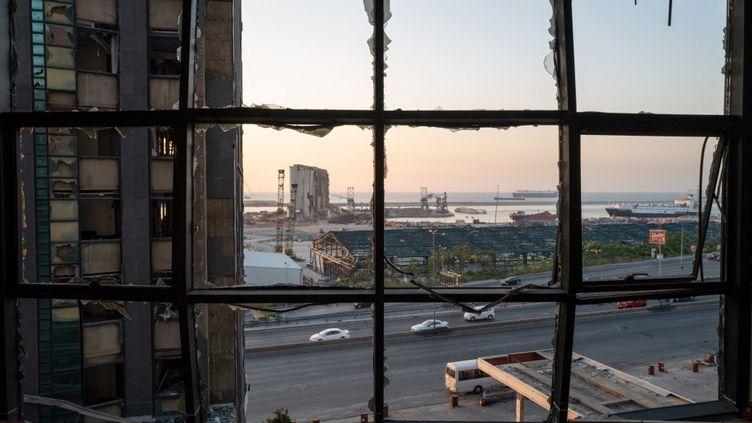 Une vue sur le port de Beyrouth,au Liban, le 9 juillet 2021,un an après l'explosion. (ROBIN TUTENGES / HANS LUCAS : AFP)