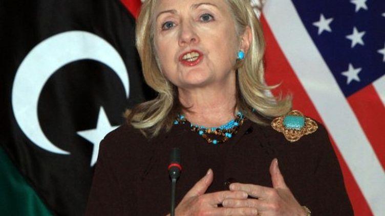 Hillary Clinton lors de son déplacement à Tripoli, le 18 octobre 2011. (MAHMUD TURKIA / AFP)