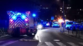 De nombreuses forces de l'ordre sont présentes dans le quartier du Mirail à Toulouse où de nouvelles violences ont éclaté lundi 17 avril 2018. (Fabrice Valéry / France 3 Occitanie)