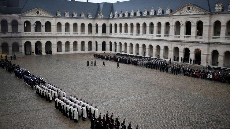 Une cérémonie de prise d'armes dans la cour des Invalides, le 26 novembre 2018. (STEPHANE DE SAKUTIN / AFP)