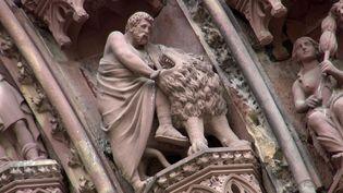 Lion sculpté sur la cathédrale de Strasbourg (France 3 Alsace)