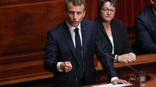 Le président de la République, Emmanuel Macron, s'exprimant devant le Parlement lors d'un congrès spécial à Versaille, le 9 juillet 2018. (LUDOVIC MARIN / AFP)