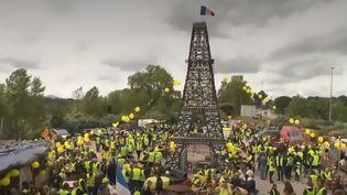 """Dans le Var, des """"gilets jaunes"""" se sont rassemblés pour commémorer à leur manière la Libération. Quelques leaders du mouvement étaient présents. (FRANCE 2)"""