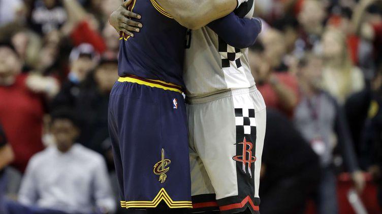 Les deux joueurs LeBron James et James Harden (DAVID J. PHILLIP/AP/SIPA / AP)