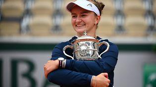 Barbora Krejcikova a remporté l'édition 2021 de Roland-Garros. (CHRISTOPHE ARCHAMBAULT / AFP)