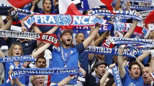 Des supporters au stade de France lors du match d'ouverture de l'Euro 2016, le 10 juin 2016. (REUTERS)