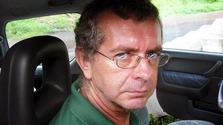 Philippe Verdon, l'un des deux Français enlevés au Mali le 24 novembre 2011, ici en 2004 à Moroni, aux Comores. (YOUSSOUF IBRAHIM / AFP)