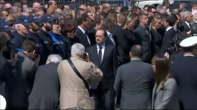 Un homme a-t-il refusé de serrer la main de Hollande et Valls ?