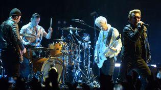 U2 lors de son concert à Londres en octobre 2015.  (FCL/ZOB/WENN.COM/SIPA)