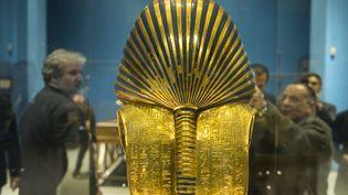 Le masque en or de Toutankhamon, au musée égyptien du Caire, le 28 novembre 2017. (MOHAMED EL-SHAHED / AFP)