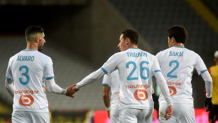 L'OM de Florian Thauvin et Alvaro Gonzalez remportent le point du match nul à Lens, mercredi 3 février 2021. (FRANCOIS LO PRESTI / AFP)