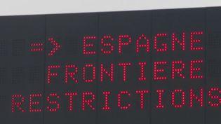 Des touristes français ont quitté la France pour l'Espagne malgré le confinement, passant entre les mailles du filet et les contrôles routiers des autorités. Sur la Costa Brava, réputée pour ses belles plages, les habitants s'inquiètent de voir de plus en plus de vacanciers. (France 3)