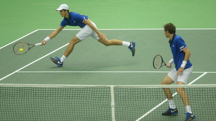 Pierre-Hugues Herbert et Nicolas Mahut  (MICHAL CIZEK / AFP)