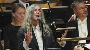 Patti Smith chante Dylan le 10 décembre 2016, lors de la remise des Nobel à Stockholm.  (Jessica Gow /TT News Agency / AFP)