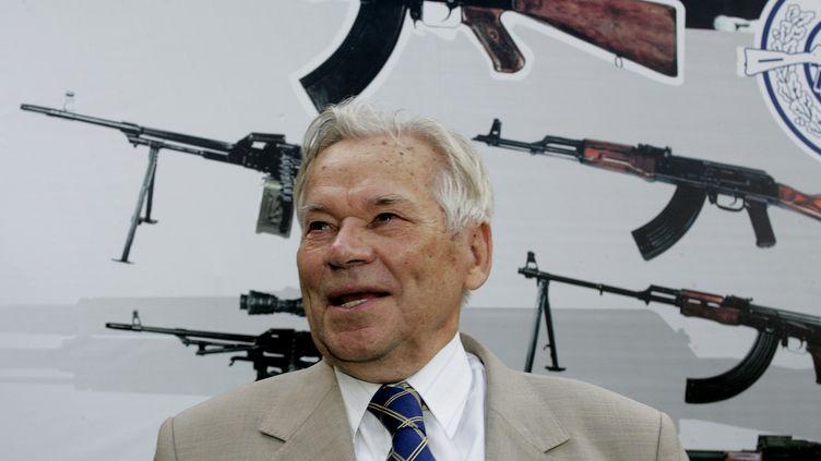 Mikhaïl Kalachnikov, inventeur du fusil qui porte son nom, le 7 août 2007 à Izhevsk (Russie). (MAXIM MARMUR / AFP)