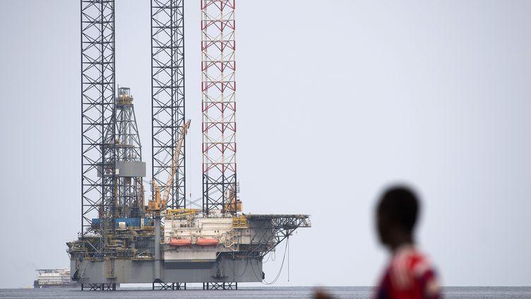 Plateforme d'exploitation pétrolière offshore au large de Port-Gentil, seconde ville du Gabon. Photo prise le 19 janvier 2017. (JUSTIN TALLIS / AFP)